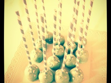 Baby shower for Louis Paolo #cakepops #chocolate #stripes