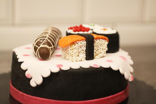 cake sushi salame